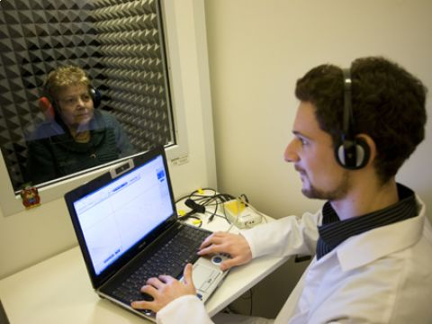 Studio del nistagmo otticocinetico tramite video nistagmografia (VNG)